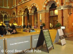 The Betjeman Arms, St Pancras Station