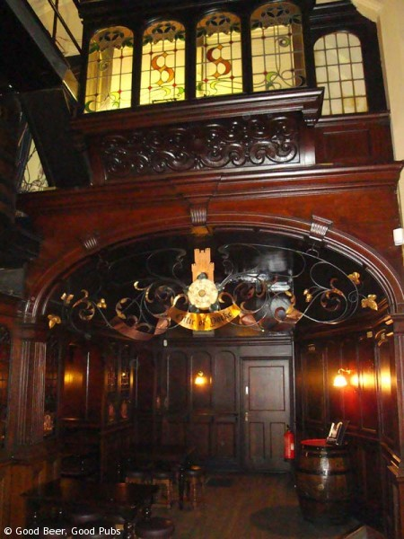 The Cittie of Yorke, Holborn - the rear of the bar