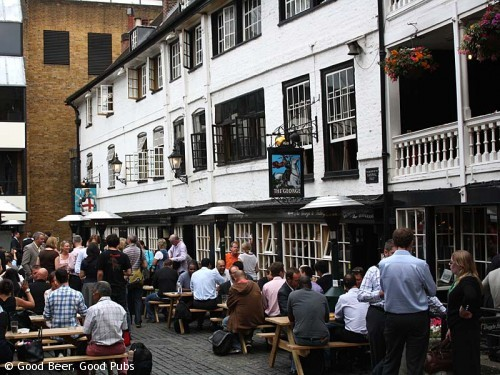 Picture of the George Inn, Southwark showing both the pub signs.