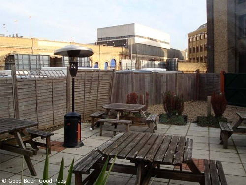 Picture of the Horseshoe Inn, London Bridge - the garden