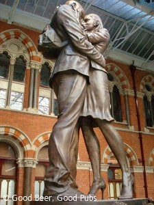 St Pancras Station - The Meeting Place Statue