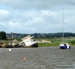 The sunken boat in the Exe at Topsham