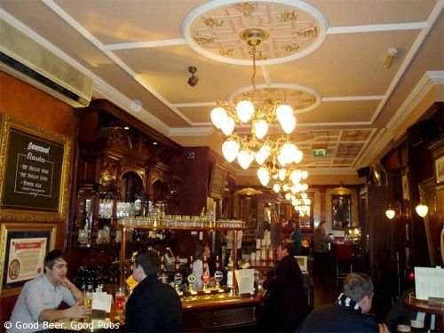 Picture of the bar at the Wellington, Covent Garden, London