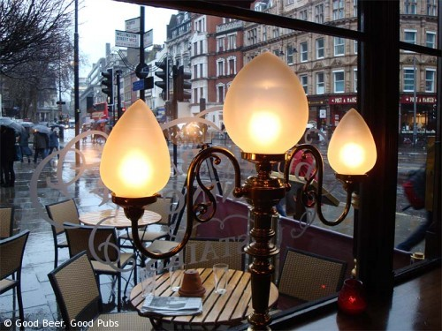 Picture of ornate lights at the Wellington, Covent Garden, London